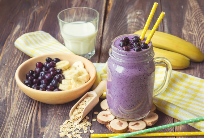 Blueberry smoothie with banana and oat flakes
