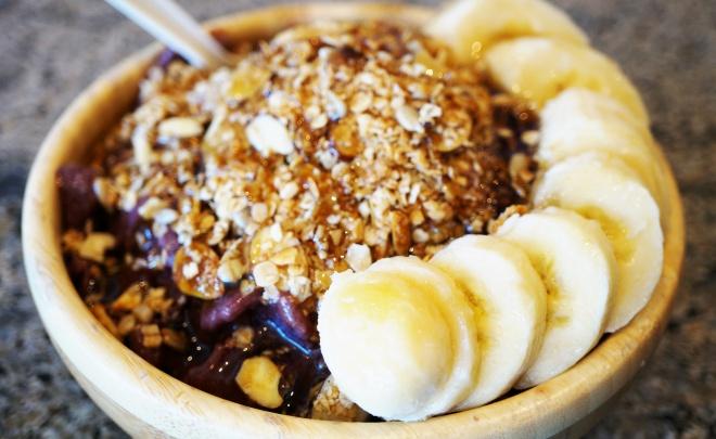 Acai, banana and granola bowl